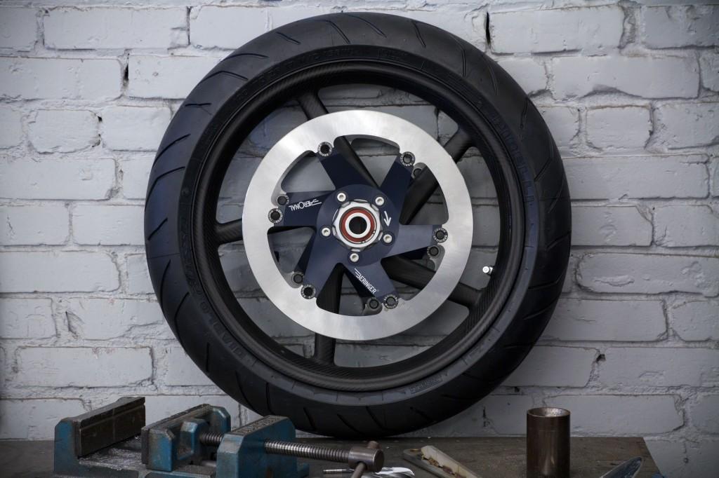 Como cambiar la rueda delantera de tu moto