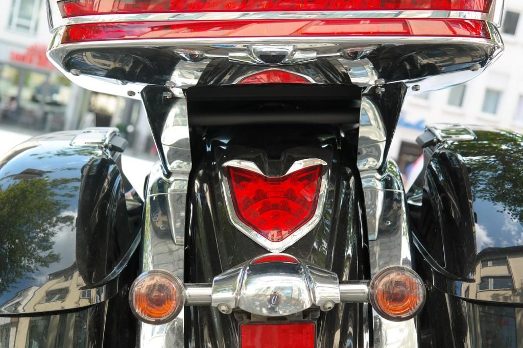Como cambiar la luz trasera de tu moto